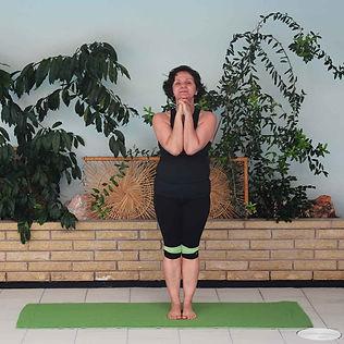 Pranayama-Standing-Deep-Breathing-compre