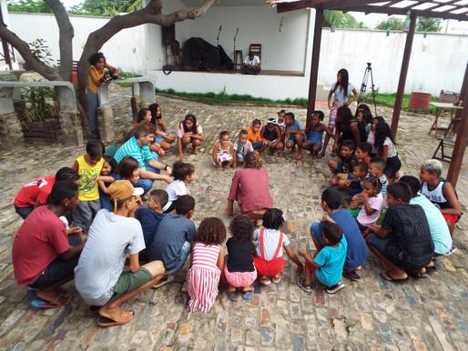 Os Viajero animam crianças com brincadeiras e música no Casa d'Arte