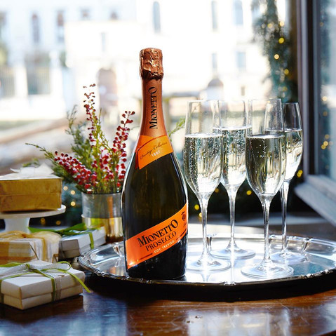 Holiday Entertaining with the Perfect Prosecco | Mionetto 🥂