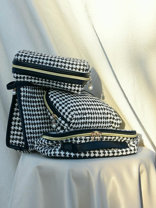 KNITTED MONOCHROMATIC POUCHES SET