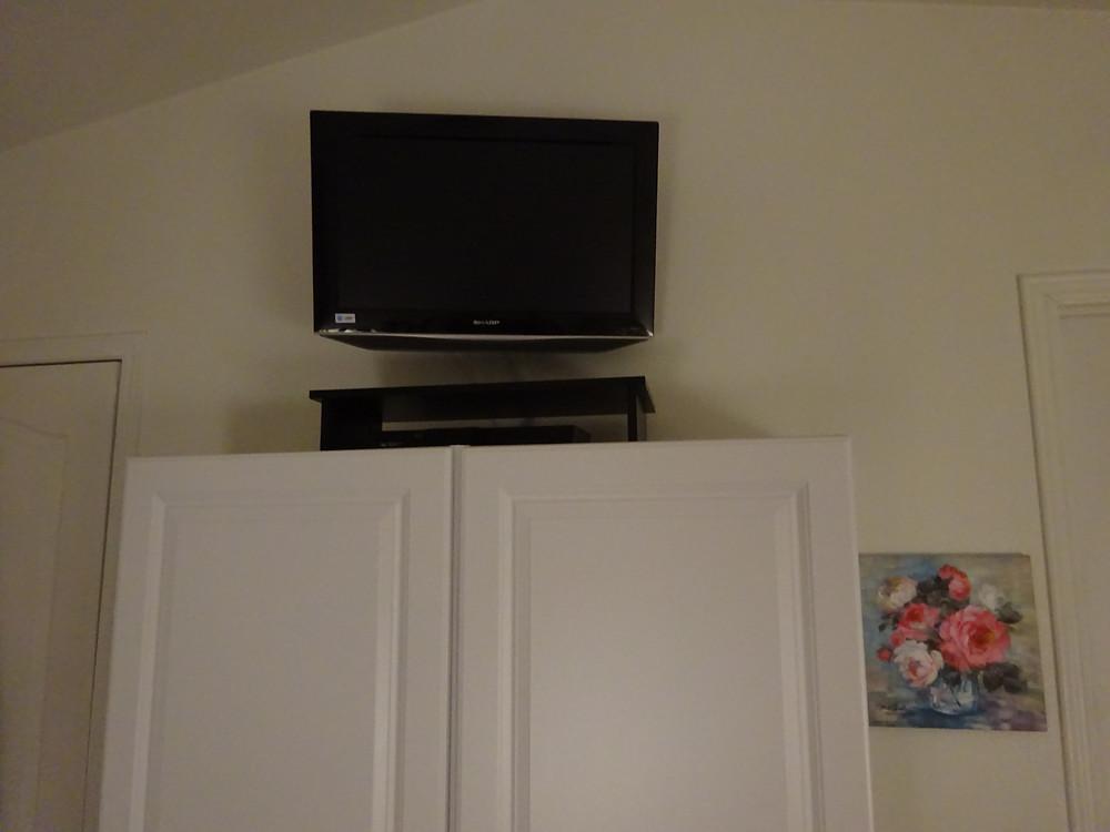 Steve Bechen TV installation