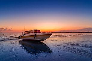 beach-evening-sea-speed-boat-cloudy-ao-n