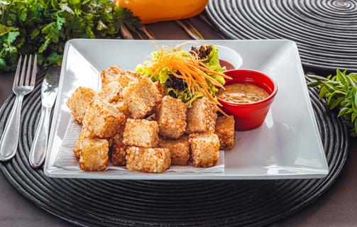 Único e saboroso: dadinhos de tapioca de queijo coalho ao molho geleia de pimenta. Sabor marcante e inesquecível