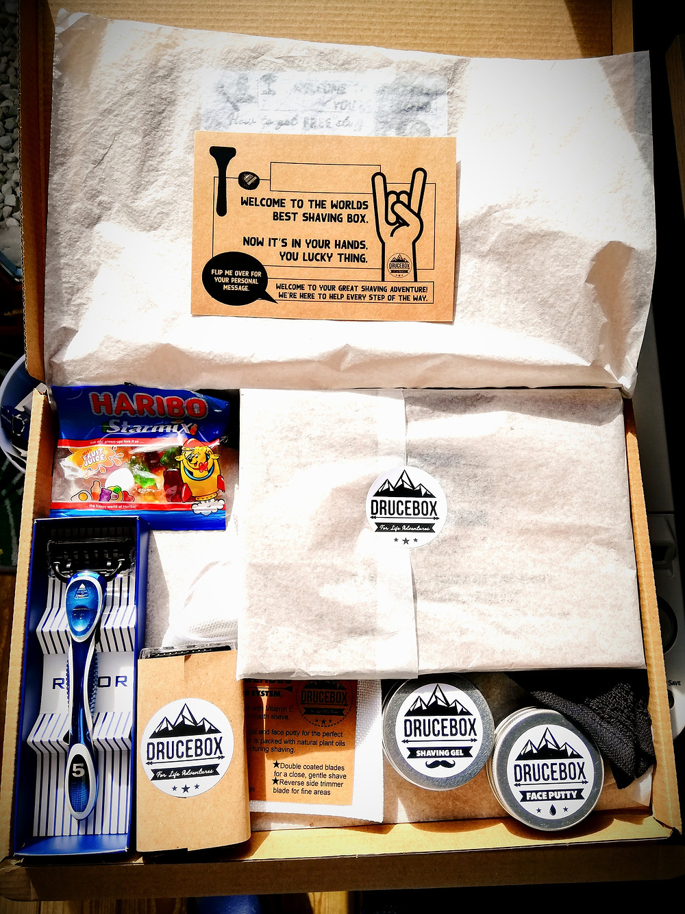 The best razor for first time shavers and shaving tips for teenage boys in one box. Parent advice about sons shaving. DRUCEBOX is the best razor for boys starting to shave.