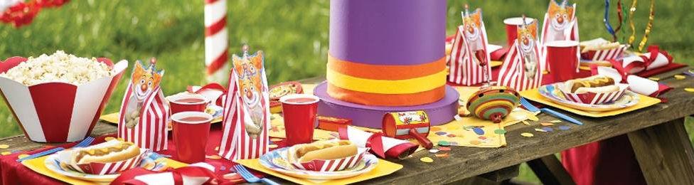 יום הולדת קרקס מושלמת! אצלנו תמצאו צלחות קרקס, כוסות קרקס, מפיות קרקס, מפת שולחן קרקס ועוד המון דברים שווים!