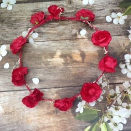 זר לראש פרחים אדומים