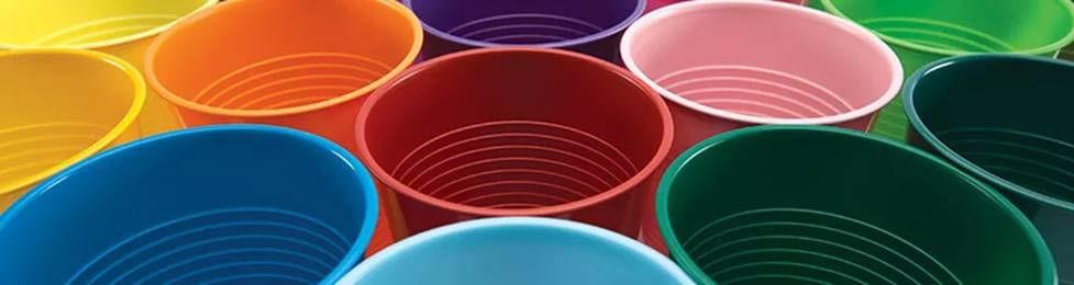 כוסות חד פעמיות במגוון צבעים למסיבה מושלמת