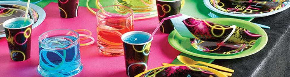יום הולדת ניאון מושלמת! אצלנו תמצאו צלחות ניאון, כוסות ניאון, מפיות ניאון, מפת שולחן ניאון ועוד המון דברים שווים!