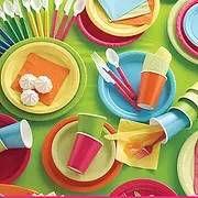 """צלחות חד פעמיות במגוון צבעים למסיבה מושלמת  אצלנו תמצאו כוסות חד פעמיות, כלים חד פעמיים יוקרתיים, מפות שולחן, חצאיות שולחן, מפיות, סכו""""ם חד פעמי מרהיב, וכלים לקינוח חד פעמי"""