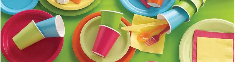 צלחות חד פעמיות במגוון צבעים למסיבה מושלמת