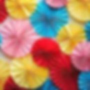 מניפות נייר במגוון צבעים למסיבה מושלמת! אצלנו   שרשראות וגרלנדות, בלונים לפי צבע, בלוני מספר תמצאו אהילי נייר, מניפות נייר, כדורי נייר, פונפוני משי, ועוד המון דברים שווים!