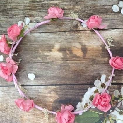זר לראש פרחים ורודים