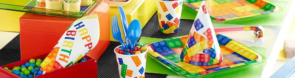 יום הולדת לגו מושלמת! אצלנו תמצאו צלחות לגו, כוסות לגו, מפיות לגו, מפת שולחן לגו ועוד המון דברים שווים!