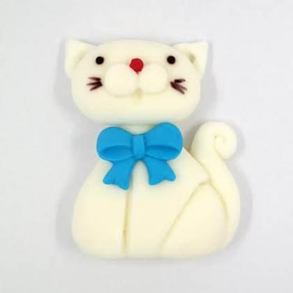 חתול לבן מבצק סוכר