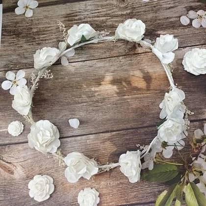 זר לראש פרחים לבנים