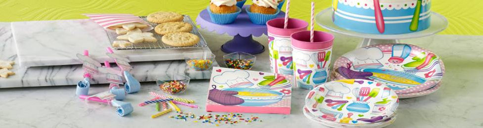 יום הולדת השף הצעיר מושלמת! אצלנו תמצאו צלחות השף הצעיר, כוסות השף הצעיר, מפיות השף הצעיר, מפת שולחן השף הצעיר ועוד המון דברים שווים!