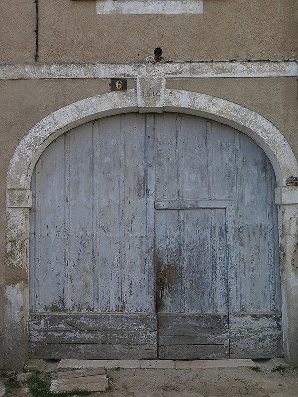 Poussez les portes de ce porche et laissez-vous séduire par Chambre d'Aut' à Autun. Bienvenue!
