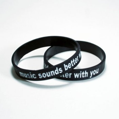 """Music Sounds Better WIth You"" Armbånd"