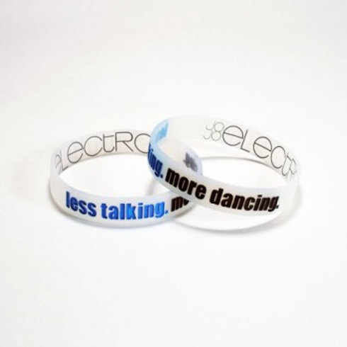 """Less Talking. More Dancing."" Armbånd"