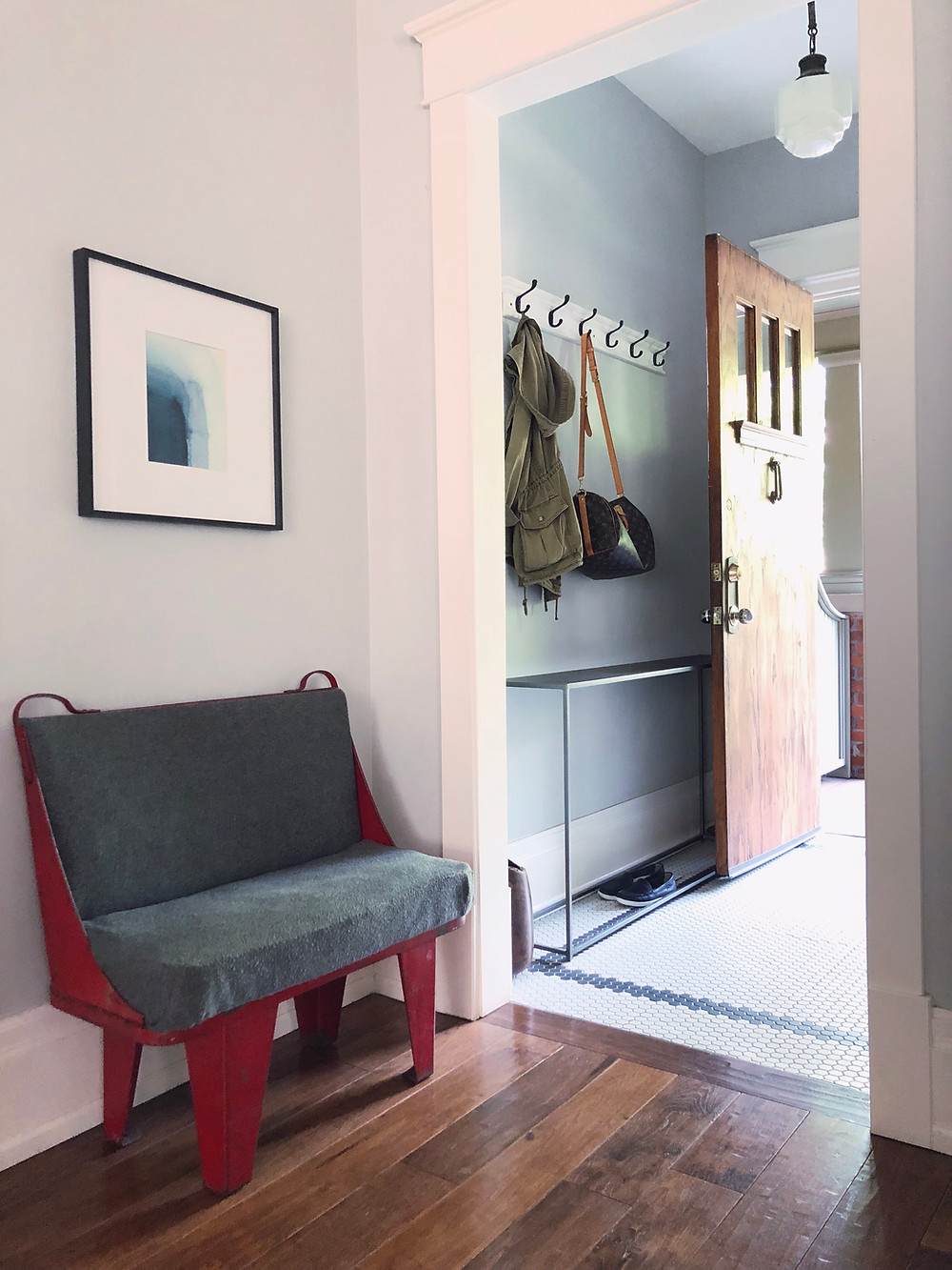 Clutter-free entryway