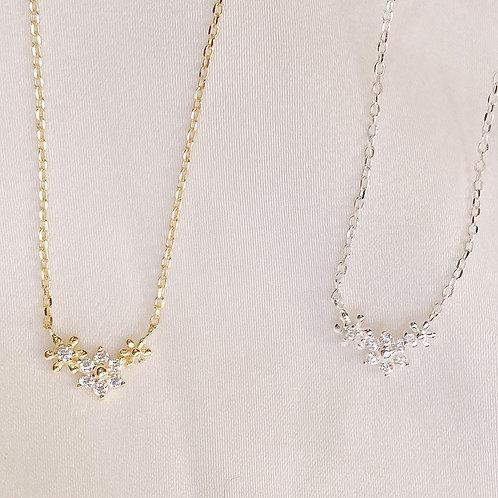 Tiny trio flowers necklace