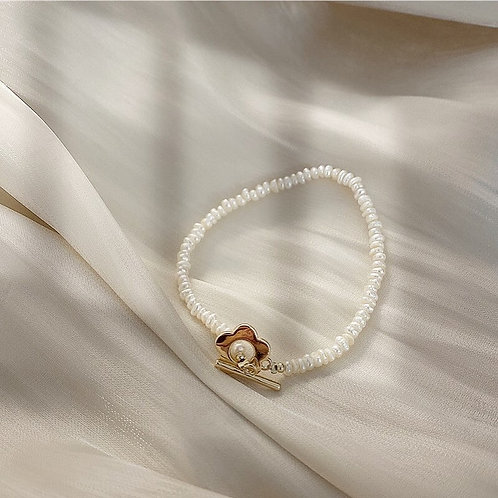 Flower with fresh water pearls bracelet