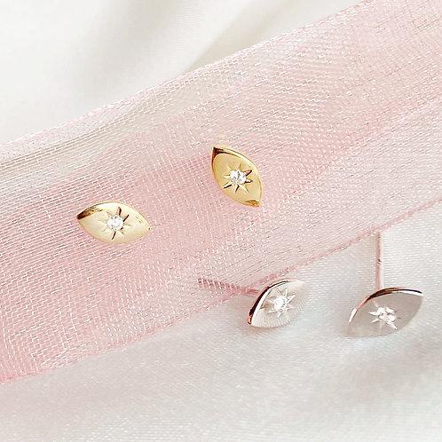 Starburst eye stud earrings