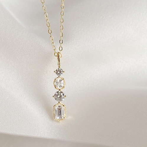 Czs bar drop necklace