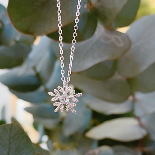 Snowfleak necklace