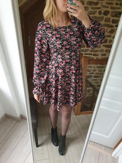 Robe Noire Fleurie Rose