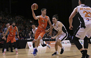 Sharks win, move to top of NBL table