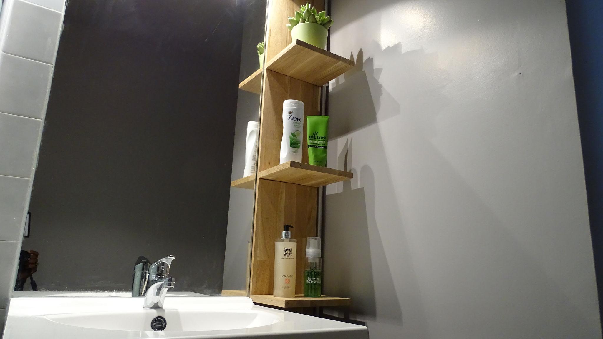 Mensole Bagno Fai Da Te : Cambia il design del tuo bagno con una mensola fluttuante fai da te