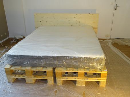 Una cama bonita de palets DIY por menos de 100 euros // Diseño Moderno