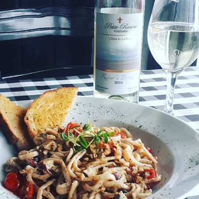 Black Pepper Linguini with Clams paired with Risser's Breeze from Petit Riviere Winery