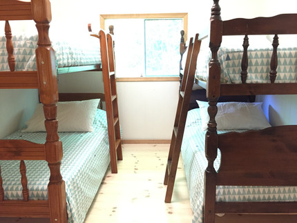 idylwild cottage - pine room - two bunk beds