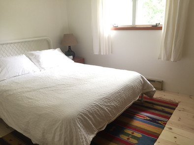 idylwild cottage - cedar room - queen bed