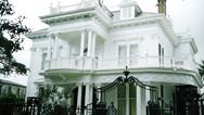 Garden District & Mansion Tour