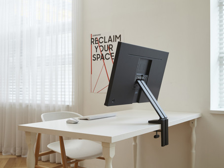 Forma e função: Space Monitor, desenvolvido para otimizar o espaço sobre a mesa
