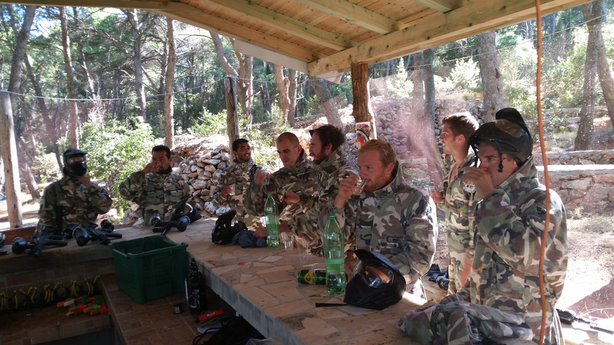 Pouse between the games of paintball