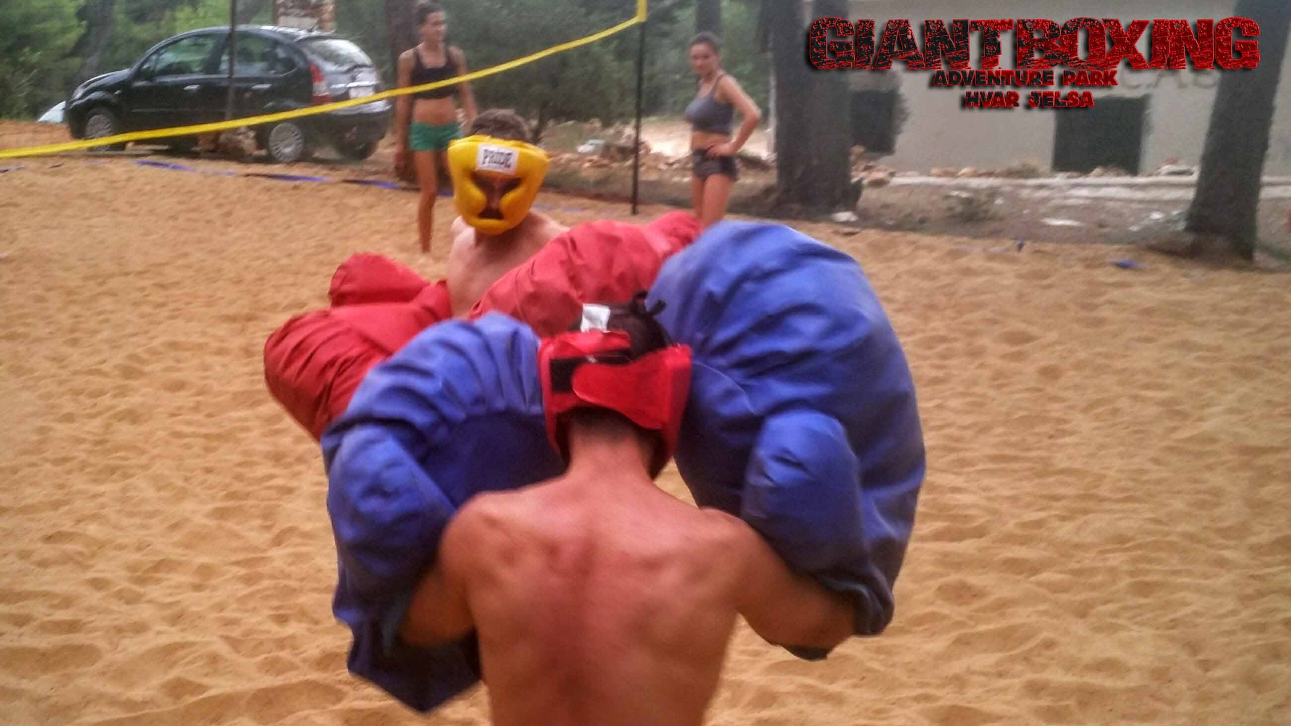 Giant boxing Hvar