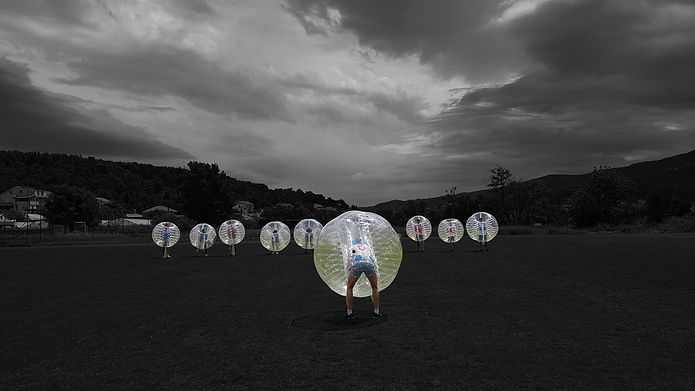 BUBBLE FOOTBALL BLACK AND WITHE.jpg
