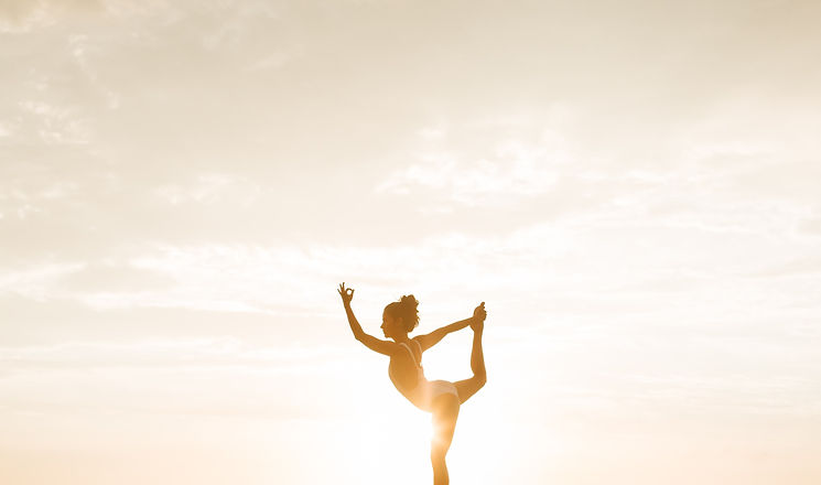 photo-of-woman-posing-during-golden-hour