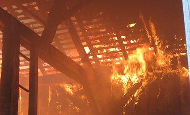 celeiro em chamas.jpg