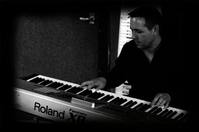 Paul Mooney | Keyboard Player | Splash Showgroup | Scotland