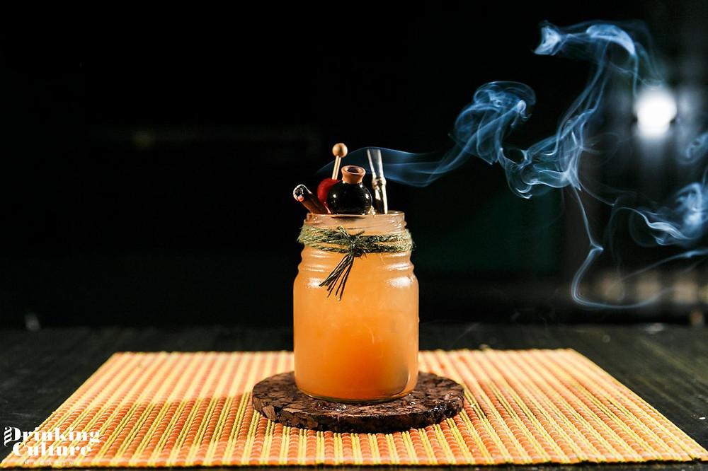 Drinking Culture коктейль в банке необычная подача окуривание гарниш гарнир пробковый костер бирдекель