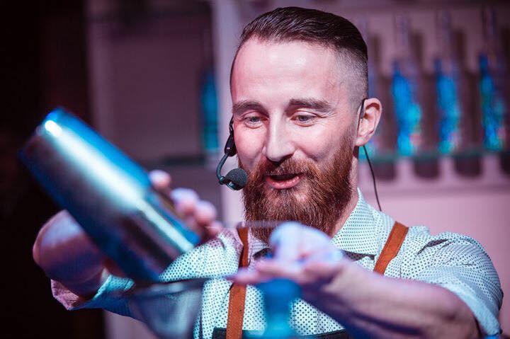 Антон Мартопляс бармен жюри международного конкурса для молодых барменов