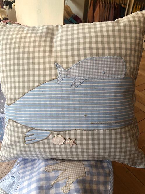Kissen Walfisch inkl. Füllung von Sweethomesweet