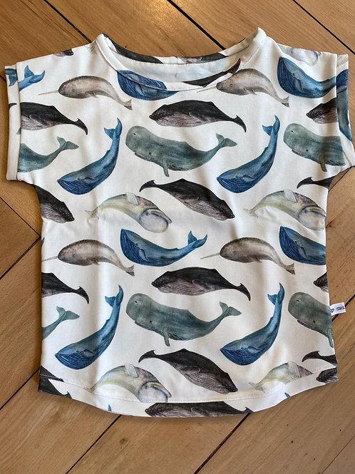 Shirt mit div. Walfischen