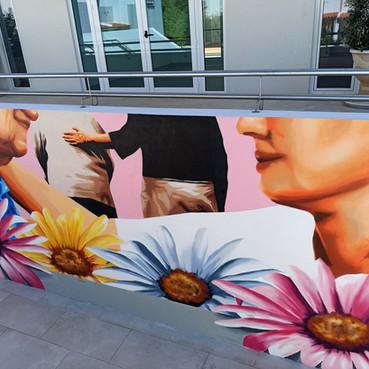 Projecto encomendado pela Santa Casa da Misericórdia de Alcantarilha, no Algarve. Consistia em pintar um tema relacionado com o Lar de Idosos.  Tamanho: 5,5m x 2,2m  Project commissioned by Santa Casa da Misericórdia de Alcantarilha, Algarve. It consisted of painting a theme related to the Home for the Elderly.  Size: 5,5m x 2,2m