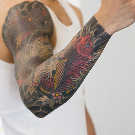 Cover-up sleeve finished by Vesko